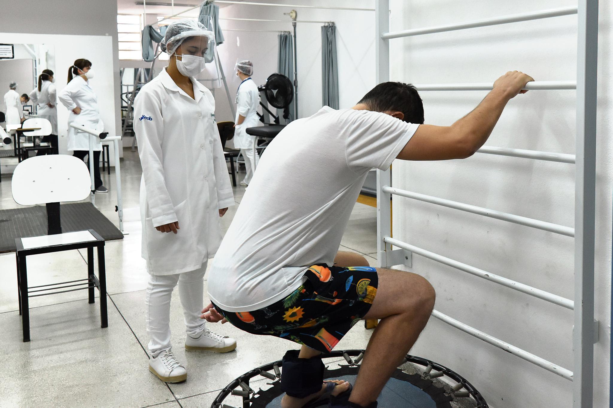 Pacientes pós-Covid são atendidos gratuitamente na Clínica de Fisioterapia da Unifeob