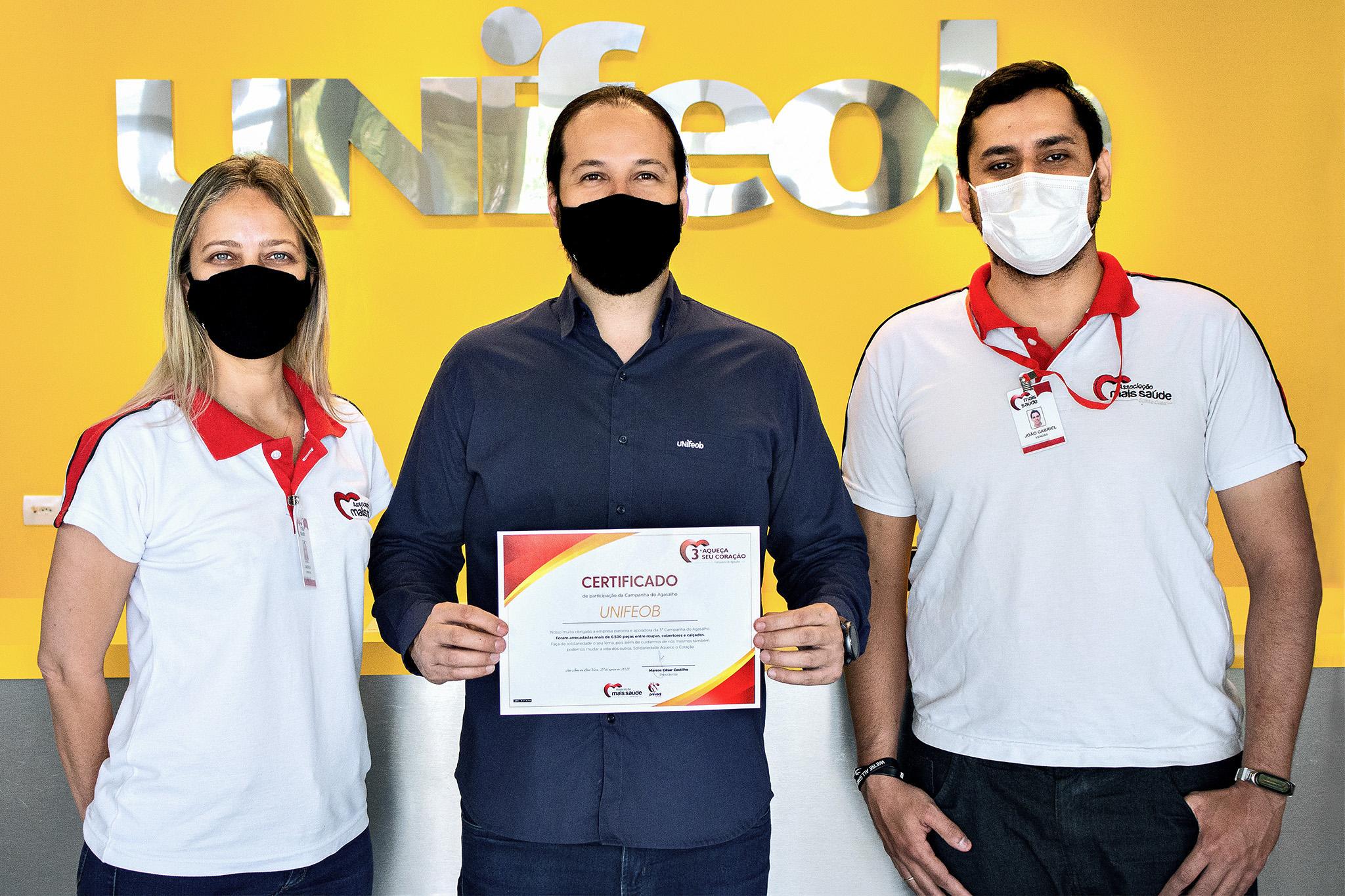 Campanha do Agasalho: Unifeob recebe certificado por colaboração