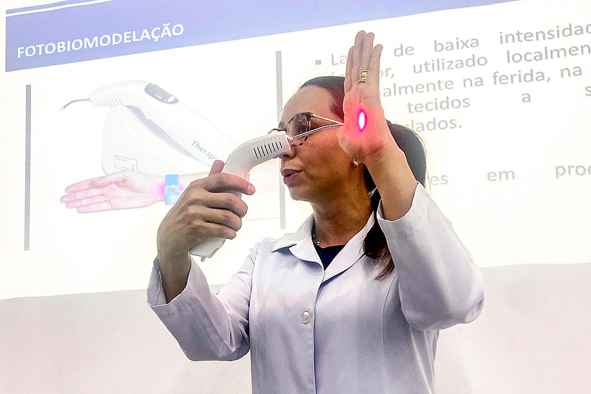 Laserterapia é tema de aula especial de Enfermagem na Unifeob